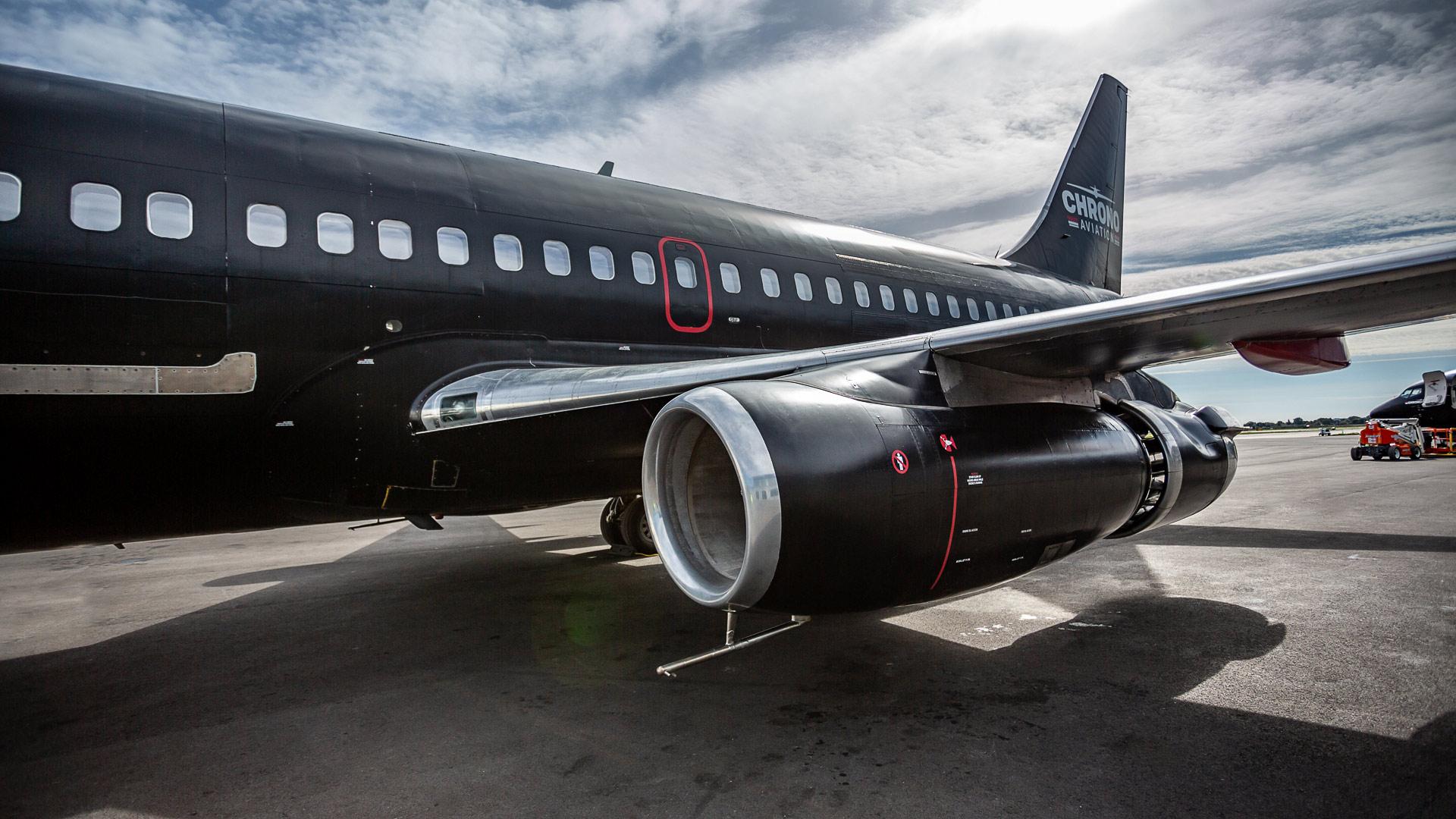Identité visuelle   Gros plan sur un moteur de Boeing 737   Chrono Aviation