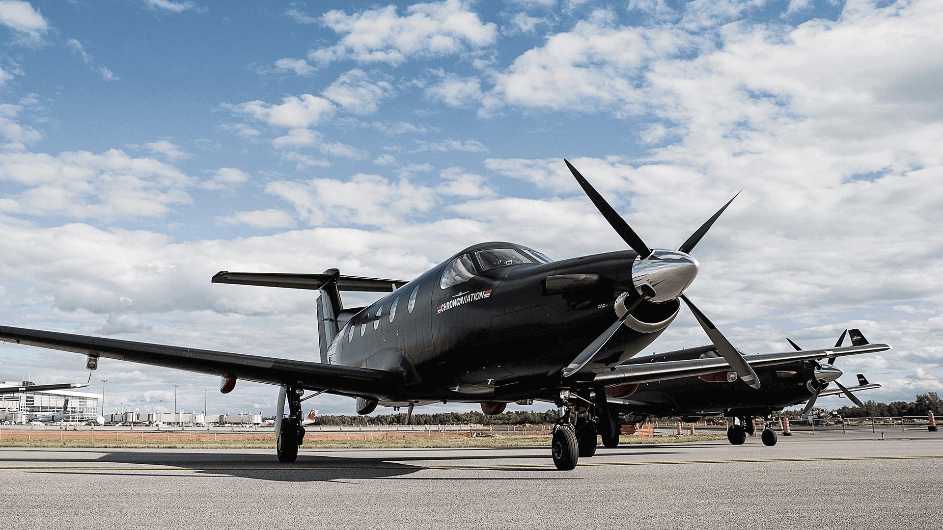 Identité visuelle   Pilatus PC-12 sur le tarmac   Chrono Aviation