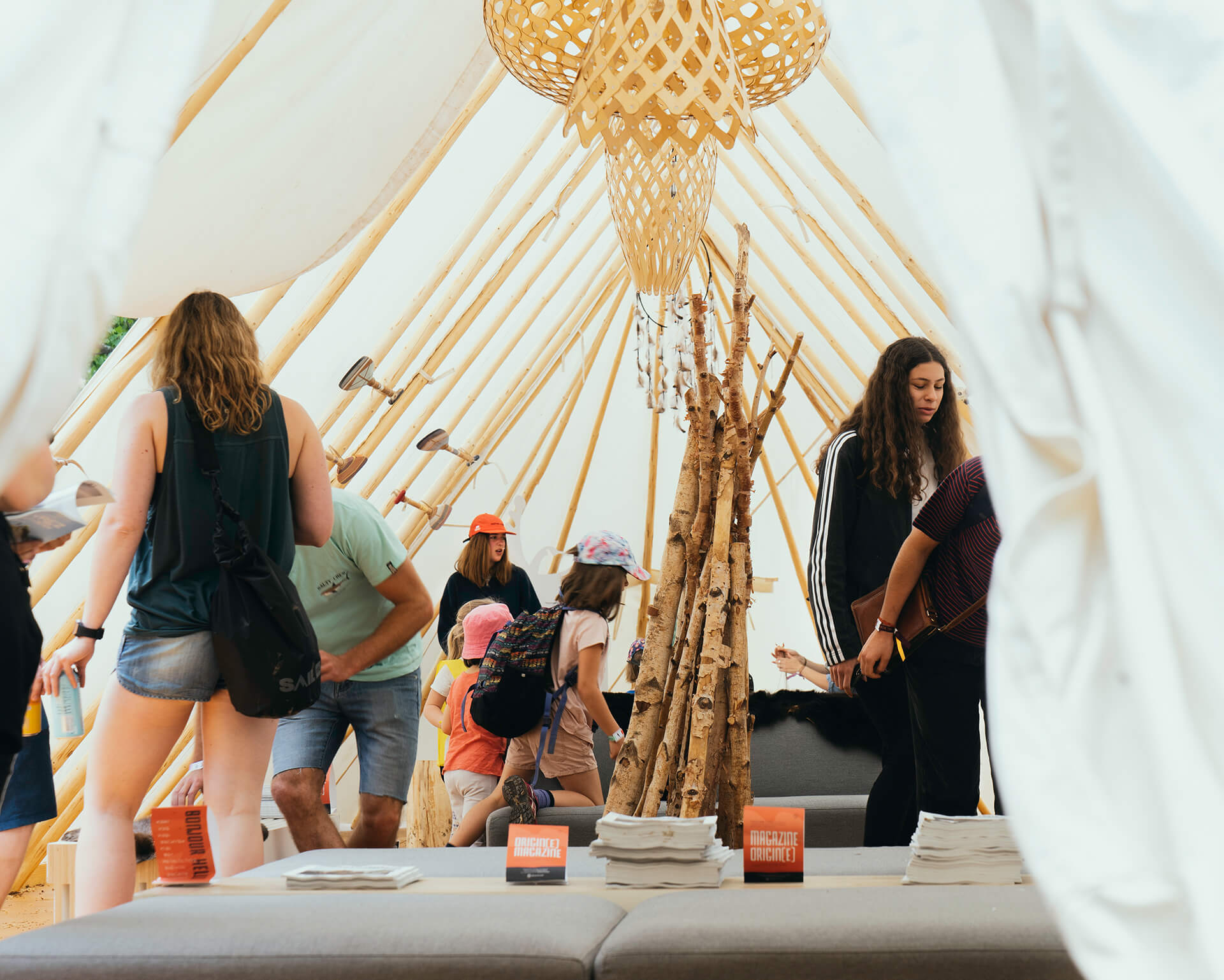 Identité visuelle |Intérieur de la tente de Tourisme Autochtone Québec au Festival Beside 2019 |TAQ