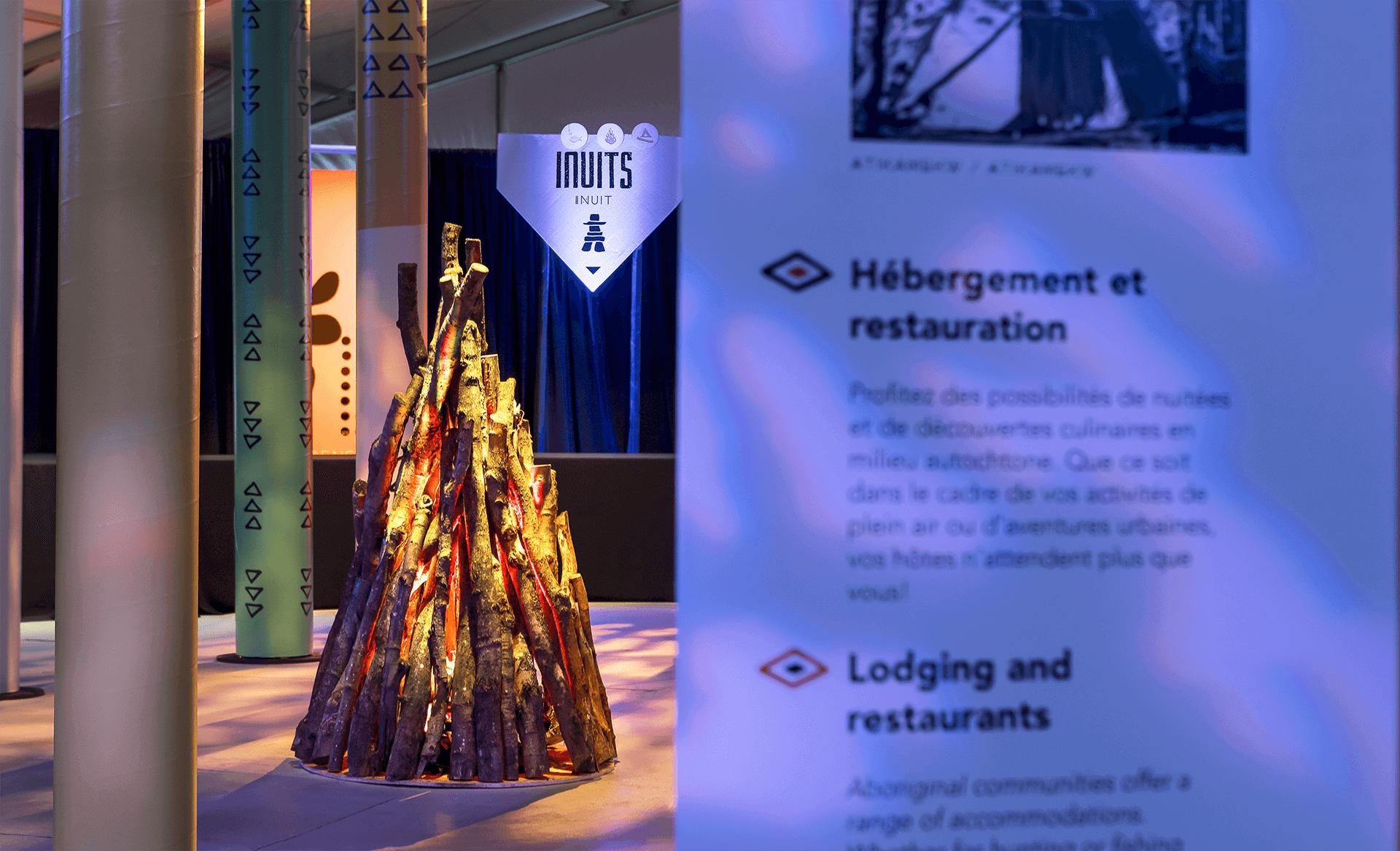 Identité visuelle |Installation d'un feu de bois dans une salle d'exposition |TAQ
